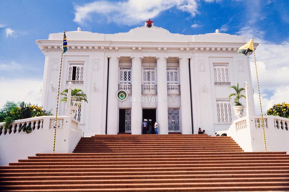 O Palacio Rio Branco eh a sede do governo do estado brasileiro do Acre. Estah localizado na cidade de Rio Branco. Foi construido em 1930, em estilo neoclassico./ The Rio Branco Palace is the headquarter of the Acre's brazilian state government at the Rio Branco city. It was built in 1930 in neoclassic style.