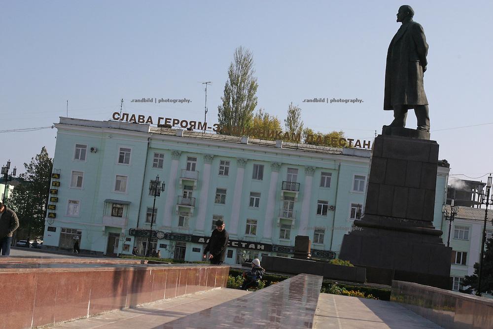 Eine große Lenin-Statue in Machatschkala, Dagestan.  A large Lenin monument in Makhachkala, Dagestan.