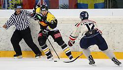 01.09.2013, Albert Schultz Eishalle, Wien, AUT, European Trophy, UPC Vienna Capitals vs Linkoepings HC, im Bild Francois Fortier, (UPC Vienna Capitals, #15) und Sebastian Karlsson, (Linkoepings HC, #12)  // during the European Trophy Icehockey match betweeen UPC Vienna Capitals (AUT) vs Linkoepings HC (SWE) at the Albert Schultz Eishalle, Vienna, Austria on 2013/09/01. EXPA Pictures © 2013, PhotoCredit: EXPA/ Thomas Haumer