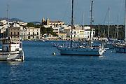 Spanien Spain,Mallorca Balearen..Porto Colom..Bucht mit Booten und Ort..bay with boats and village....