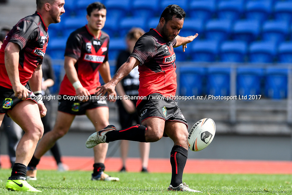 Rockcote Canterbury Bulls Tama Walker kicks the ball during a match against Akarana Falcons.<br /> Akarana Falcons v Rockcote Canterbury Bulls, NZRL National Premiership, The Trusts Arena, Auckland, New Zealand. 30 September 2017. &copy; Copyright Image: Marc Shannon / www.photosport.nz.
