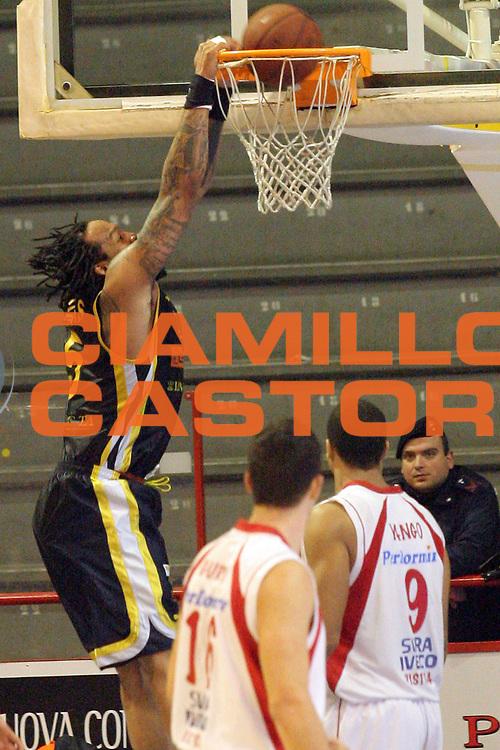 DESCRIZIONE : Pistoia Lega A2 2011-12 Giorgio Tesi Group Pistoia Givova Scafati<br /> GIOCATORE : Thomas James <br /> SQUADRA : Givova Scafati<br /> EVENTO : Campionato Lega A2 2011-2012<br /> GARA : Giorgio Tesi Group Pistoia Givova Scafati<br /> DATA : 22/12/2011<br /> CATEGORIA : Schiacciata<br /> SPORT : Pallacanestro<br /> AUTORE : Agenzia Ciamillo-Castoria/Stefano D'Errico<br /> Galleria : Lega Basket A2 2011-2012 <br /> Fotonotizia : Pistoia Lega A2 2011-2012 Giorgio Tesi Group Pistoia Givova Scafati<br /> Predefinita :
