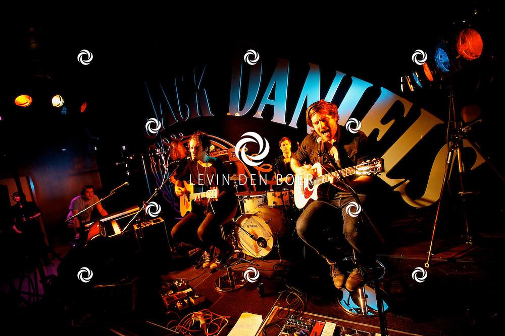 AMSTERDAM - In de Ziggo Dome is de eerste officiële Jack Daniel's bar in Europa geopend. Met op de foto  de rockband Kensington. FOTO LEVIN DEN BOER - PERSFOTO.NU