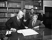 Dissolution of 22nd   Dáil Éireann 1982. .27/01/1982.01/27/82.27th January 1982.Photograph of President Patrick Hillary and Taoiseach Garret Fitzgerald after signing the warrant of dissolution. The signing was carried out at  Áras an Uachtaráin.