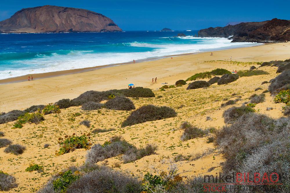 Las Conchas beach. La Graciosa island. Chinijo Archipelago.<br /> Lanzarote, Canary Islands, Atlantic Ocean, Spain.