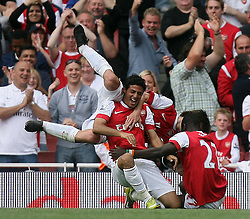 11.09.2010, Emirates Stadium, London, ENG, PL, FC Arsenal vs Bolton Wanderers, im Bild Arsenal's Carlos Vela makes 3-1  and takes part in wild celebrations during Arsenal fc vs Bolton Wfc  for the EPL at the Emirates Stadium in London  . EXPA Pictures © 2010, PhotoCredit: EXPA/ IPS/ Marcello Pozzetti +++++ ATTENTION - OUT OF ENGLAND/UK +++++ / SPORTIDA PHOTO AGENCY