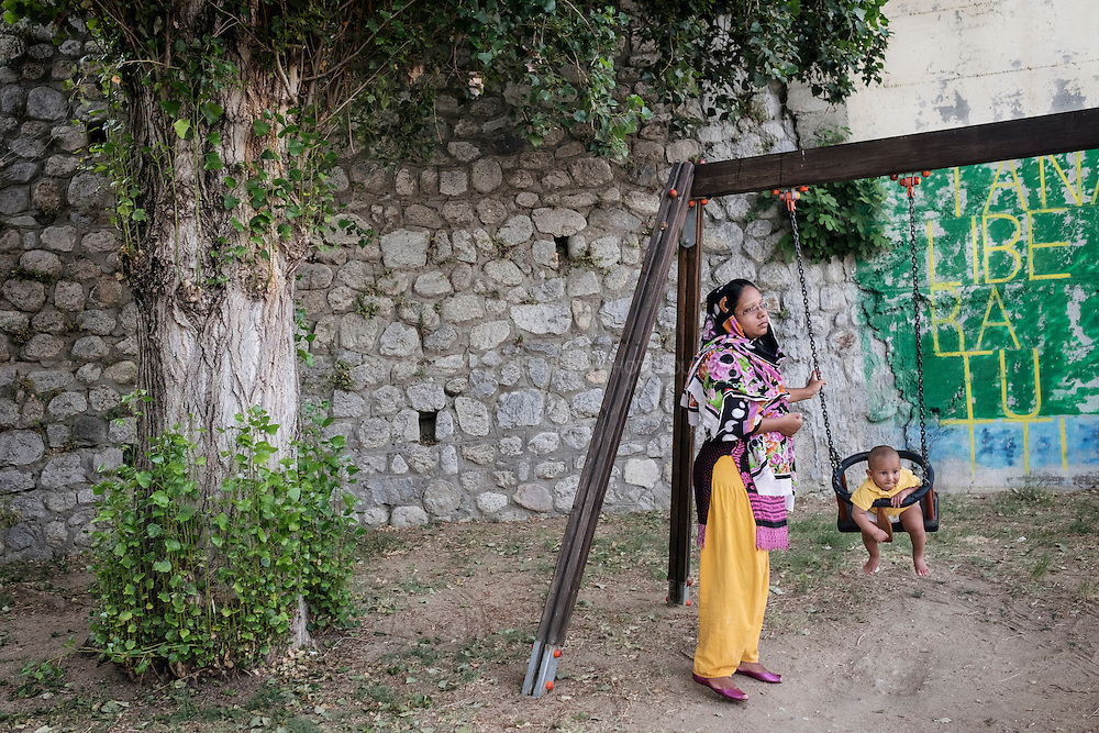 A woman from Bangladesh and her child in Riace. RIACE (ITALY) 01/08/16