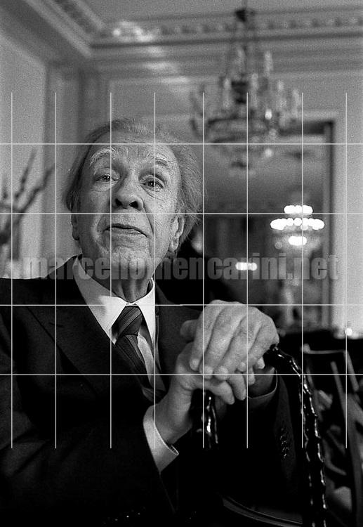 Rome, Westin Excelsior Hotel, 1981. Argentinian writer Jorge Luis Borges / Roma, Hotel Westin Excelsior, 1981. Lo scrittore argentino Jorge Luis Borges - © Marcello Mencarini