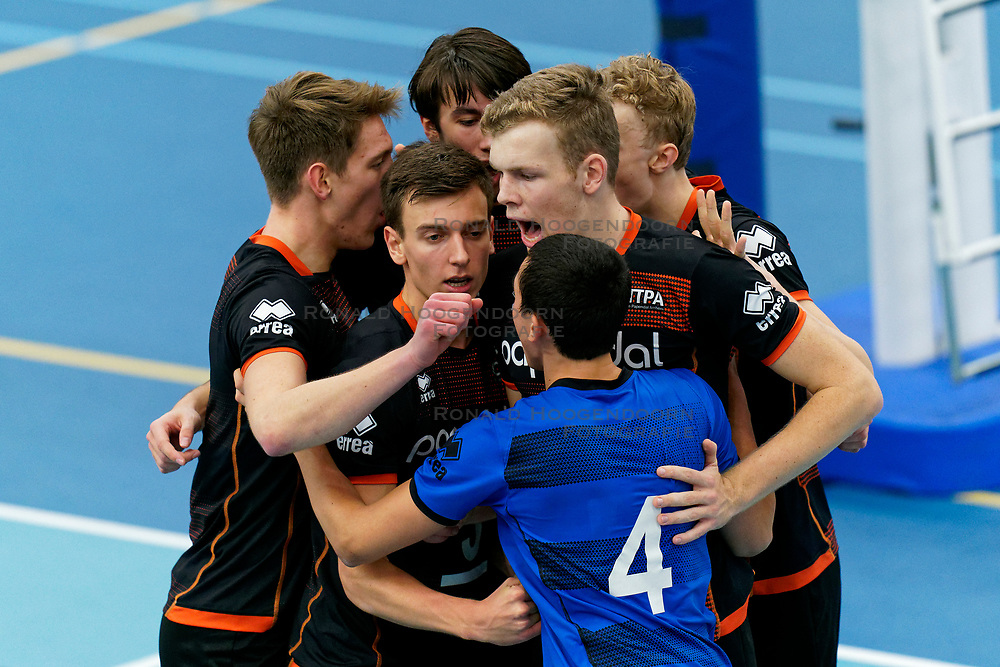 26-10-2019 NED: Talentteam Papendal - Draisma Dynamo, Ede<br /> Round 4 of Eredivisie volleyball - Markus Held #3 of Talent Team, Martijn Brilhuis #5 of Talent Team