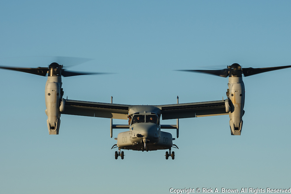 USA, Oregon, Hillsboro, Bell-Boeing MV-22 of the USMC during its demonstration at Oregon International Airshow.