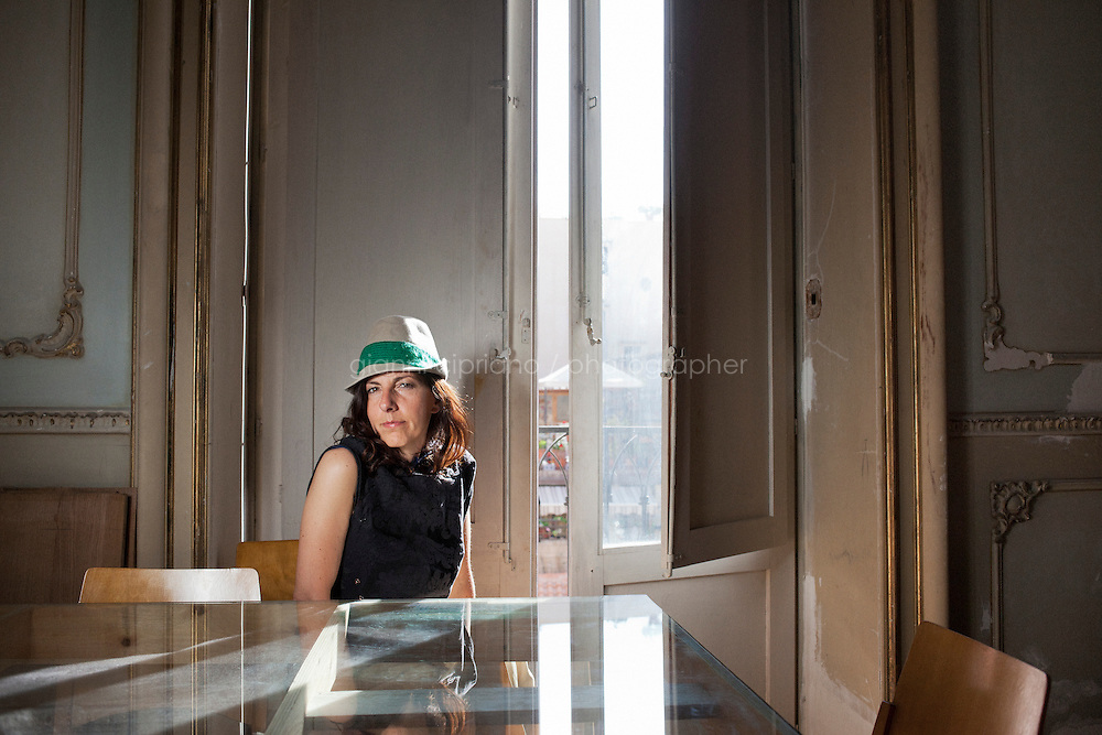 13 May 2012, Palermo. Raffaella Guidobono, a 42 years old independent curator, poses in her apartment in a historical palace in the historical center of Palermo, Italy. Raffaella, originally from Milan, arrived in Palermo in 2009.  ### 13 maggio 2012, Palermo. Raffaella Guidobono, una curatrice indipendente di 42 anni, posa nel suo appartamento in un palazzo signorile nel centro storico di Palermo. Raffaella, originaria di Milano, è arrivata a Palermo nel 2009.