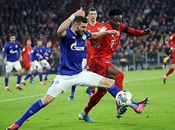25.01.2020, Allianz Arena, Muenchen, GER, 1. FBL, FC Bayern Muenchen vs Schalke 04, 19. Runde, im Bild Daniel Caligiuri gegen Alphonso Davies // during the German Bundesliga 19th round match between FC Bayern Muenchen and Schalke 04 at the Allianz Arena in Muenchen, Germany on 2020/01/25. EXPA Pictures © 2020, PhotoCredit: EXPA/ SM<br /> <br /> *****ATTENTION - OUT of GER*****