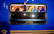 AMSTERDAM - Prins Willem-Alexander, prinses Maxima en hun dochters Amalia, Alexia en Ariane stappen op Amsterdam Centraal Station in de koninklijke trein richting Lech, waar zij de komende week hun jaarlijkse skivakantie gaan houden. ANP POOL ROYAL IMAGES ROBIN UTRECHT