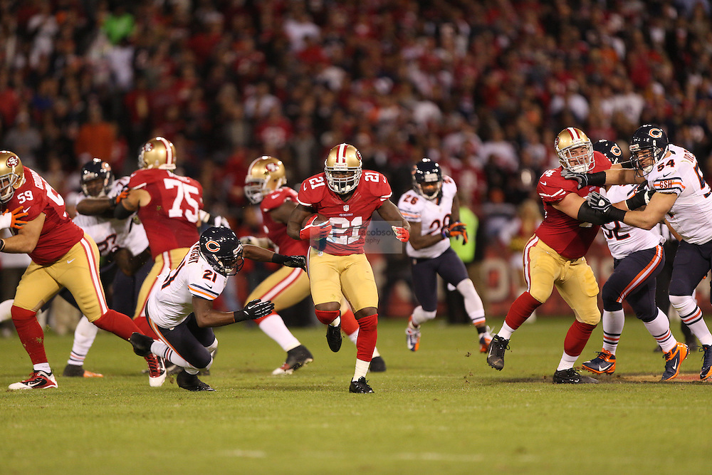 San Francisco 49ers running back Frank Gore (21) in action against the Chicago Bears, during an NFL game on Monday Nov. 19, 2012 in San Francisco, CA.  (photo by Jed Jacobsohn)
