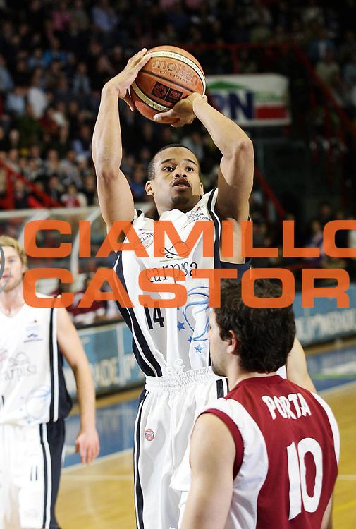 DESCRIZIONE : Napoli Lega A1 2005-06 Carpisa Napoli BAsket Livorno<br /> GIOCATORE : Greer<br /> SQUADRA : Carpisa Napoli<br /> EVENTO : Campionato Lega A1 2005-2006<br /> GARA : Carpisa Napoli Basket Livorno<br /> DATA : 12/03/2006<br /> CATEGORIA : <br /> SPORT : Pallacanestro<br /> AUTORE : Agenzia Ciamillo-Castoria/A.De Lise<br /> Galleria: Lega Basket A1 2005-2006<br /> Fotonotizia: Napoli Campionato Italiano Lega A1 2005-2006 Carpisa Napoli Basket Livorno<br /> Predefinita: