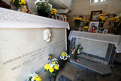 April 14, 2017 - Napoli, Campania, Italy - This morning at the cemetery where they are buried cried the illustrious men of the city of Naples, was held the memory of the 50th anniversary of the death of Antonio de Curtis aka Toto, actor and comedian. The commemoration was attended by local institutions Mayor aldermen superintendent of the city and niece. (Credit Image: © Fabio Sasso/Pacific Press via ZUMA Wire)