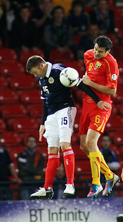 Don Cowie Scotland tangles with Vanche shilkov macedonia in the .FIFA World Cup Qualifier scotland v macedonia, hampden stadium, glasgow .Kevin McGlynn(c)  | StockPix.eu.