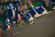 Nederland, Noord-Brabant, Roermond, 2011-01-11Boerderij, huizen en schuren in hoogwater aan de Maas Het hoogwater is een gevolg van sneeuwsmelt en neerslag in de bovenloop van de rivier. Farm and houses in high water of the river Meuse due to snow melt and precipitation upstream. .luchtfoto (toeslag), aerial photo (additional fee required).foto/photo Siebe Swart