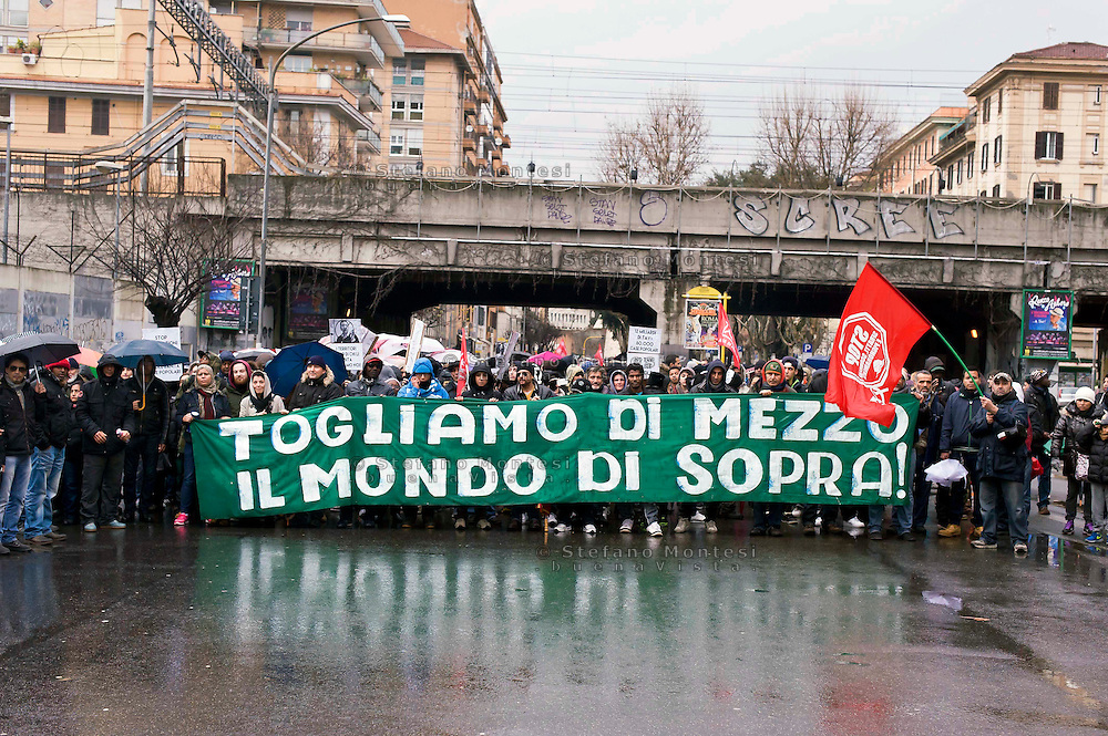 "Roma 31 Gennaio 2015<br /> Manifestazione dei movimenti per il diritto all'abitare per chiedere il blocco degli sfratti e contro le politiche di austerity e di precarietà. Lo striscione ""Togliamo di mezzo il mondo di sopra"", chiaro riferimento all'inchiesta di Mafia capitale.<br /> Rome January 31, 2015<br /> Demonstration of the movements for housing rights, to ask the block evictions and against the policies of austerity and precariousness. The banner ""We remove of means,  the world of  over,"" a clear reference to the investigation Mafia capital."