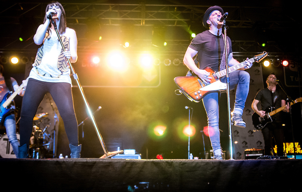 Thompson Square Performing at the Decatur Celebration 2016