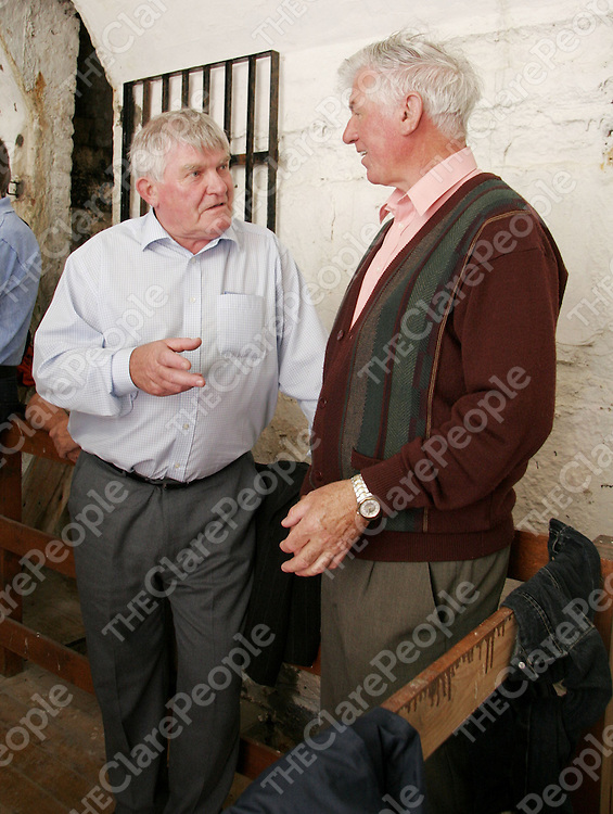 Peter Brew and Don Hanrahan have a quick chat in between sets at the Dan Furey weekend in Labasheeda.<br /> <br /> Photograph by Yvonne Vaughan.