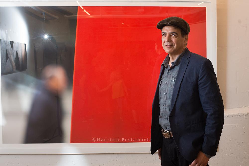 Artist Jorge Reinoza at Franco-Moragrega art Gallery. San Diego. California. Foto Mauricio Bustamante. 6.10.17