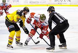 21.03.2017, Eiswelle, Bozen, ITA, EBEL, HCB Suedtirol Alperia vs UPC Vienna Capitals, Playoff, Halbfinale, 4. Spiel, im Bild Bulli, v.l.- Rafael Rotter (Vienna Capitals), Travis Oleksuk (HCB Suedtirol), Linesman Marton Nemeth // during the Erste Bank Icehockey League, playoff semifinal 4th match between HCB Suedtirol Alperia and UPC Vienna Capitals at the Eiswelle in Bozen, Italy on 2017/03/21. EXPA Pictures © 2017, PhotoCredit: EXPA/ Johann Groder