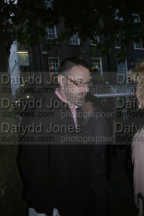 Simon English, Book party for Nick Rosen's of How to live Off-Grid. On the corner of Cosmo Place and Queen's Square. London. WC1. 5 June 2007.  -DO NOT ARCHIVE-© Copyright Photograph by Dafydd Jones. 248 Clapham Rd. London SW9 0PZ. Tel 0207 820 0771. www.dafjones.com.