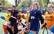 LAREN -  Hockey -  keeper Joyce Sombroek (Laren)  met links keeper Larissa Meijer (Oranje-Rood) Hoofdklasse dames Laren-Oranje Rood (0-4). Oranje Rood plaatst zich voor Play Offs.  COPYRIGHT KOEN SUYK