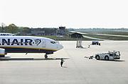 Duitsland, Weeze, 6-5-2017Vliegveld Weeze. Vlak over de grens ligt het regionaal vliegveld Niederrhein, Weeze, wat sinds zes jaar uitgegroeid is tot een belangrijke regionale luchthaven en als thuisbasis fungeert voor prijsvechter, chartermaatschappij Ryanair. In de regio bevindt zich ook vliegveld Dusseldorf. Naast passagiersvervoer wordt er veel luchtvracht vervoerd. Foto: Flip Franssen