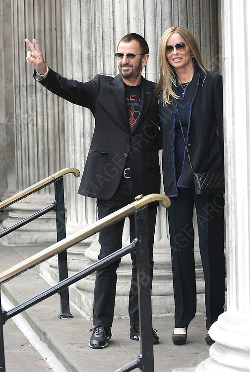 09.OCTOBER.2011. LONDON<br /> <br /> FORMER BEATLE SIR PAUL MCCARTNEY AND NANCY SHEVELL ARRIVE AT MARYLEBONE TOWN HALL FOR THEIR WEDDING IN LONDON.<br /> <br /> BYLINE: EDBIMAGEARCHIVE.COM<br /> <br /> *THIS IMAGE IS STRICTLY FOR UK NEWSPAPERS AND MAGAZINES ONLY*<br /> *FOR WORLD WIDE SALES AND WEB USE PLEASE CONTACT EDBIMAGEARCHIVE - 0208 954 5968*