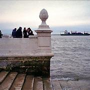 Europa, Portugal, Lissabon, Pra&ccedil;a do Com&eacute;rcio. Am Pra&ccedil;a do Com&eacute;rcio mit Blick auf den Rio Tejo.<br /> Europe, Portugal, Lisbon, Pra&ccedil;a do Com&eacute;rcio. At Pra&ccedil;a do Com&eacute;rcio overlooking the Rio Tejo.<br /> &copy; 2013 Harald Krieg/Agentur Focus