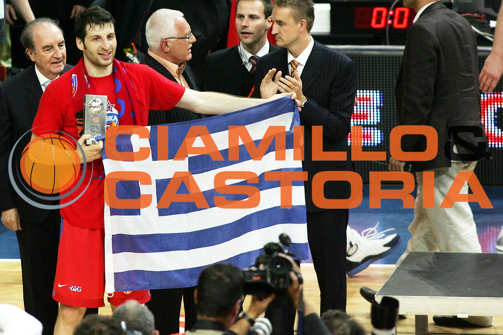 DESCRIZIONE : Praga Eurolega 2005-06 Final Four Finale 1-2 Posto Cska Mosca Maccabi Tel Aviv<br />GIOCATORE : Papaloukas<br />SQUADRA : Cska Mosca<br />EVENTO : Eurolega 2005-2006 Final Four Finale 1-2 Posto <br />GARA : Cska Mosca Maccabi Tel Aviv<br />DATA : 30/04/2006 <br />CATEGORIA : Premiazione<br />SPORT : Pallacanestro <br />AUTORE : Agenzia Ciamillo-Castoria/P.Lazzeroni