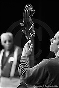 Berlin, DEU, 31.10.2002: Jazz Music , Von Freeman, tenor sax, Tenorsaxophone, mit dem New Apartment Lounge Quartet, Jack Zara, bass, JazzFest Berlin 2002, Haus der Berliner Festspiele, Berlin, 31.10.2002 ( Keywords: Musiker ; Musician ; Musik ; Music ; Jazz ; Jazz ; Kultur ; Culture ) ,  [ Photo-copyright: Detlev Schilke, Postfach 350802, 10217 Berlin, Germany, Mobile: +49 170 3110119, photo@detschilke.de, www.detschilke.de - Jegliche Nutzung nur gegen Honorar nach MFM, Urhebernachweis nach Par. 13 UrhG und Belegexemplare. Only editorial use, advertising after agreement! Eventuell notwendige Einholung von Rechten Dritter wird nicht zugesichert, falls nicht anders vermerkt. No Model Release! No Property Release! AGB/TERMS: http://www.detschilke.de/terms.html ]