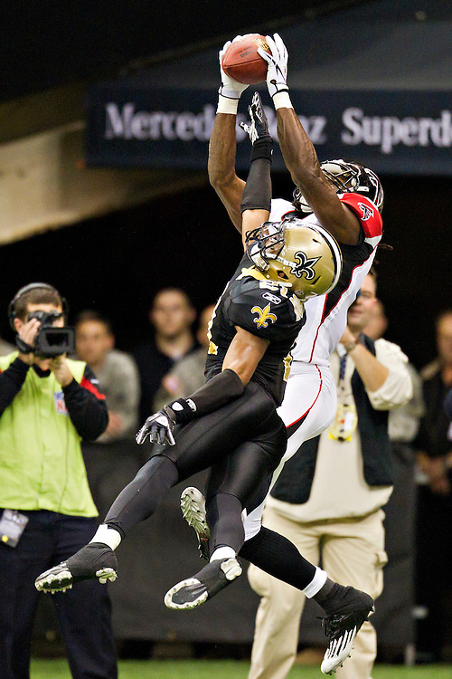 NEW ORLEANS, LA - DECEMBER 26:   Julio Jones #11 of the Atlanta Falcons catches a pass but falls out of the end zone over Patrick Robinson #21 of the New Orleans Saints at Mercedes-Benz Superdome on December 26, 2011 in New Orleans, Louisiana.  The Saints defeated the Falcons 45-16.  (Photo by Wesley Hitt/Getty Images) *** Local Caption *** Julio Jones; Patrick Robinson