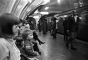 Metro in Paris. Tunnelbanan i Paris.