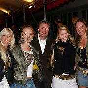 NLD/Utrecht/20051001 - Nederlands Filmfestival 2005, Premiere Johan, Rene Mioch en oa zijn dochters