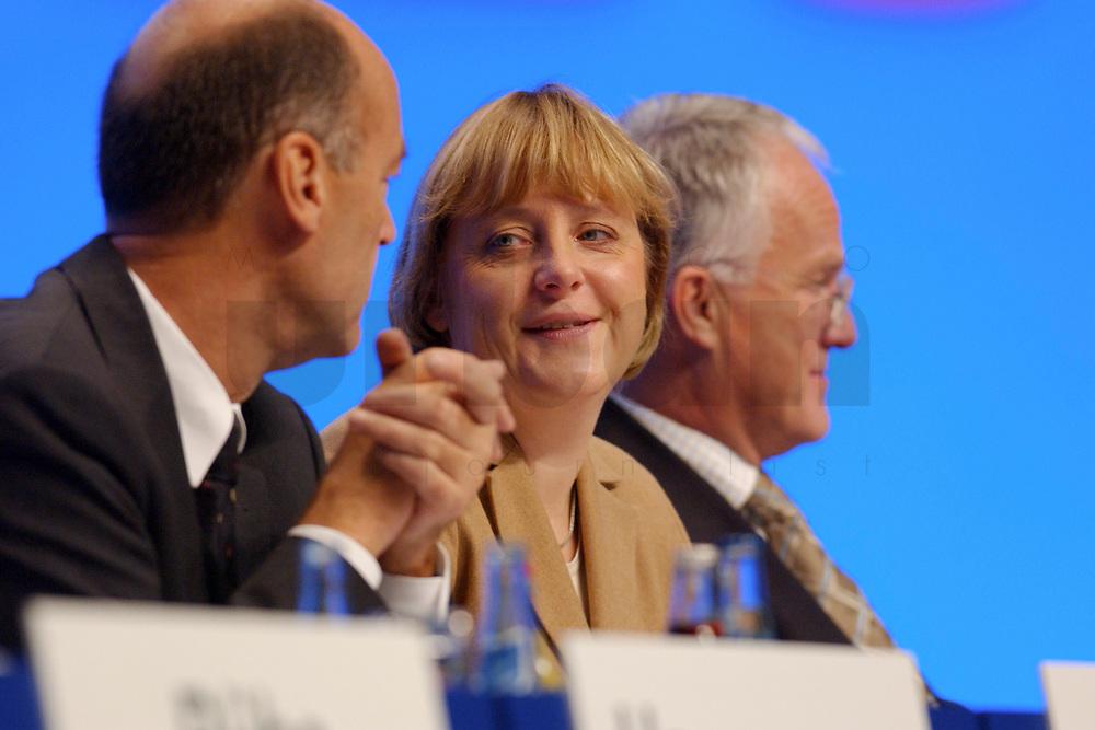 11 NOV 2002, HANNOVER/GERMANY:<br /> Laurenz Meyer, CDU Generalsekretaer, Angela Merkel, CDU Bundesvorsitzende, Juergen Ruettgers, CDU Landesvors. NRW, (v.L.n.R.), CDU Bundesparteitag, Hannover Messe<br /> IMAGE: 20021111-01-032<br /> KEYWORDS: Parteitag, party congress,
