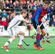 BILTHOVEN - hoofdklasse competitie heren SCHC-Pinoke.(1-4).  Martijn van Liemt (SCHC) met links Gijs van Wagenberg (Pinoke).  COPYRIGHT KOEN SUYK