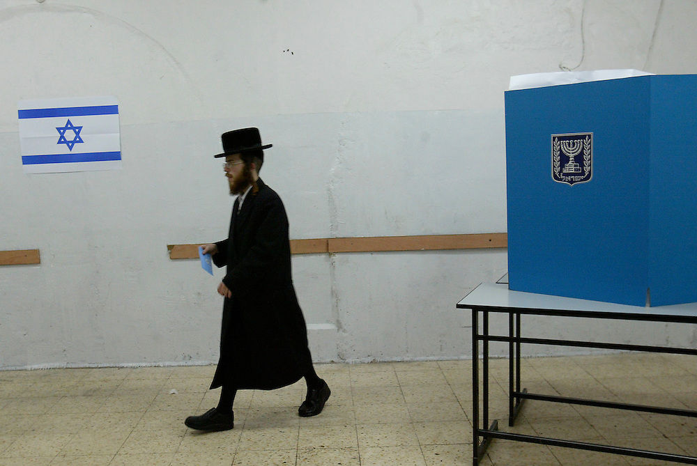 An Israeli Jewish Ultra Orthodox man votes at a polling station in Jerusalem on February 10, 2009. Israel is voting in what is billed as a tight race between hawkish former premier Benjamin Netanyahu and centrist Foreign Minister Tzipi Livni, with the far-right expected to make major gains. Photo by Olivier Fitoussi /FLASH90