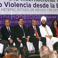 Metepec, México.- Autoridades de la Secretaria de Educación encabezaron la ceremonia del Día Internacional de la No Violencia desde la Educación.  Agencia MVT / José Hernández