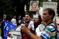 June 1, 2017 - Naguanagua, Carabobo, Venezuela - Students protested peacefully against the constituent, carried signs in the Guaparo tunnel, for drivers and pedestrians to visualize and join the struggle for democracy, Protestants said. In Naguanagua, Carabobo state. Photo: Juan Carlos Hernandez (Credit Image: © Juan Carlos Hernandez via ZUMA Wire)
