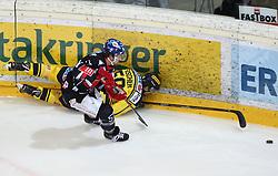 18.03.2018, Albert Schultz Halle, Wien, AUT, EBEL, Vienna Capitals vs HC TWK Innsbruck Die Haie, Playoff Viertelfinale, 5. Spiel, im Bild Andrew Clark (HC TWK Innsbruck Die Haie) und Mario Fischer (UPC Vienna Capitals) // during the Erste Bank Icehockey League 5th round quarterfinal playoff match between Vienna Capitals and HC TWK Innsbruck Die Haie at the Albert Schultz Ice Arena, Vienna, Austria on 2018/03/18. EXPA Pictures © 2018, PhotoCredit: EXPA/ Thomas Haumer