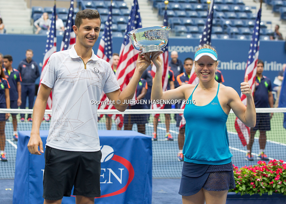LAURA SIEGEMUND (GER) und MATE PAVIC (CRO), Mixed Doubles Final, Siegerehrung,Praesentation,<br />