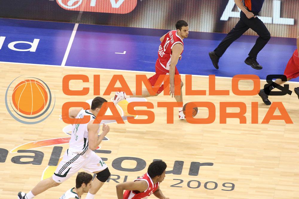 DESCRIZIONE : Berlino Eurolega 2008-09 Final Four Semifinale Olimpiacos Panathinaikos Atene<br /> GIOCATORE : Yotam Halperim<br /> SQUADRA : Olimpiacos Atene<br /> EVENTO : Eurolega 2008-2009 <br /> GARA : Olimpiacos Panathinaikos Atene<br /> DATA : 01/05/2009 <br /> CATEGORIA : palleggio<br /> SPORT : Pallacanestro <br /> AUTORE : Agenzia Ciamillo-Castoria/G.Ciamillo