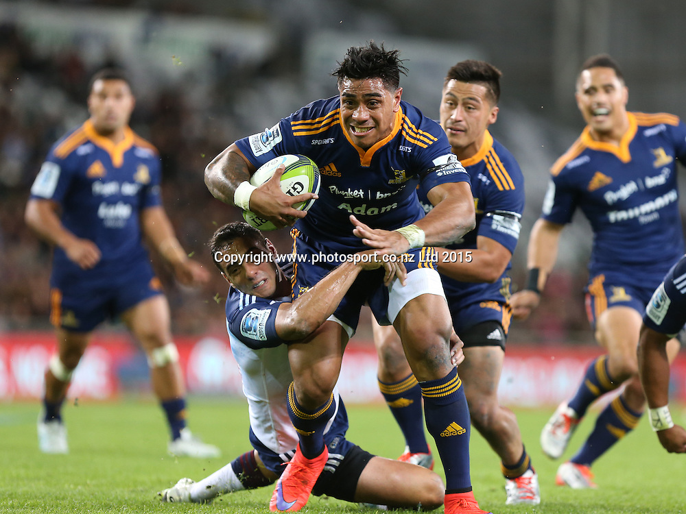 Highlanders Malakai Fekitoa try bound during the Super 15 rugby match between the Highlanders and the Blues at Forsyth Barr Stadium, Dunedin, Saturday, April 18, 2015. Photo: Dianne Manson / www.photosport.co.nz