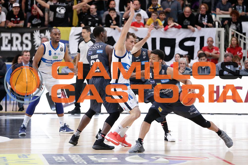 Franko Bushati,Shavon Shields<br /> Dolomiti Energia Aquila Basket Trento - Germani Basket Brescia Leonessa<br /> Lega Basket Serie A 2016/2017<br /> PalaTrento, 23/04/2017<br /> Foto Ciamillo-Castoria / M. Brondi