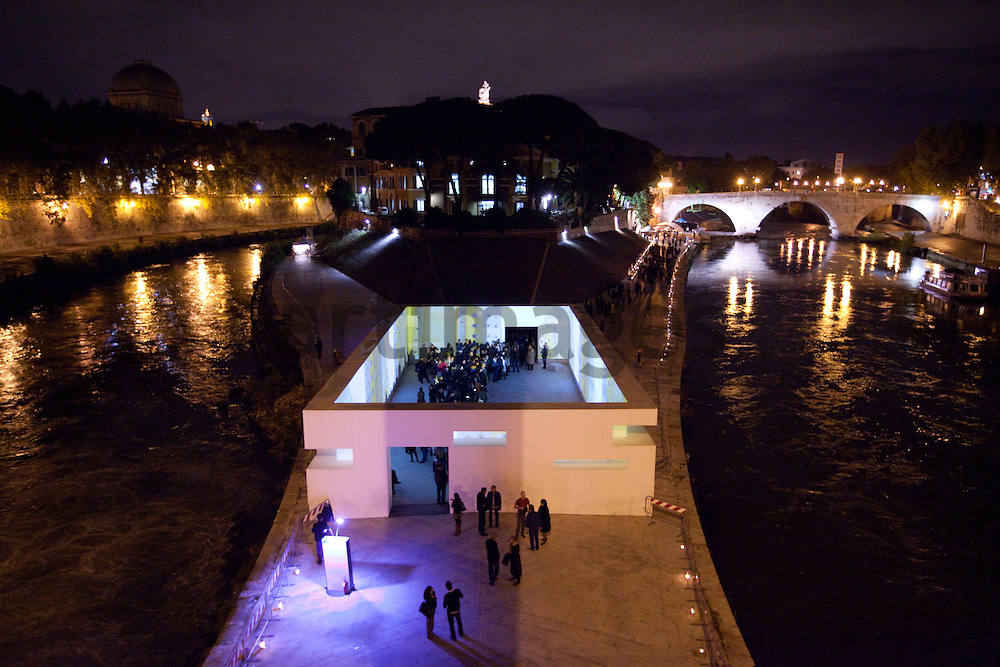 Doug Aitken installation Frontier in Rome on isola tiberina for Enel Contemporanea
