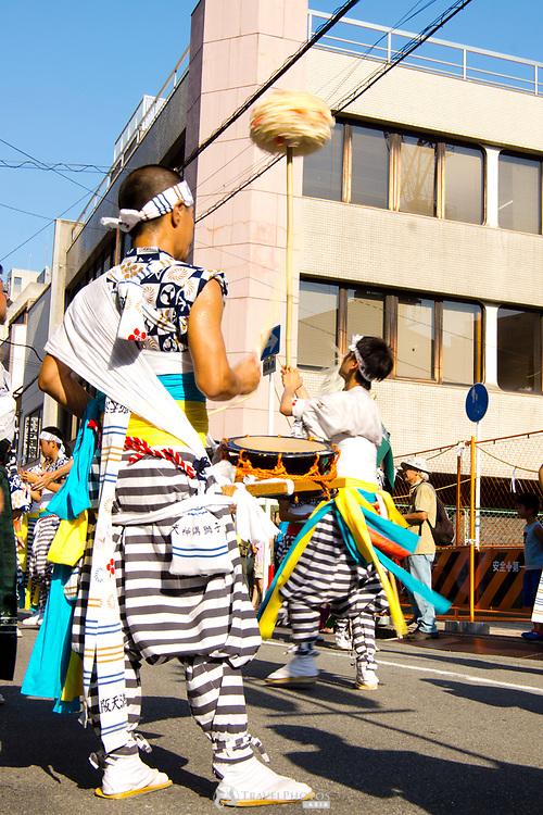 Men performing in the Tenjin Festival (Tenjin Matsuri) in Osaka.