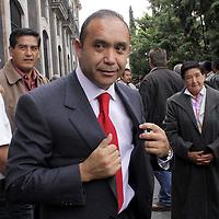 TOLUCA, México.-  Sergio Alcántara Núñez,  diputado del Partido Revolucionario Institucional (PRI) arribando a la Cámara de Diputados para tomar protesta como integrante de la LVII Legislatura Local.  Agencia MVT / Crisanta Espinosa. (DIGITAL)